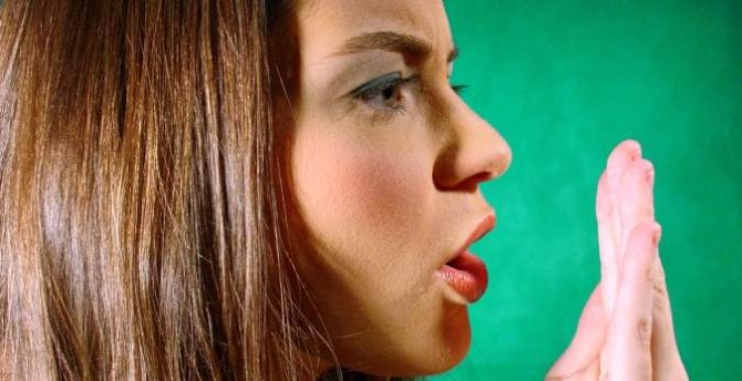 Bad breath remedies at home